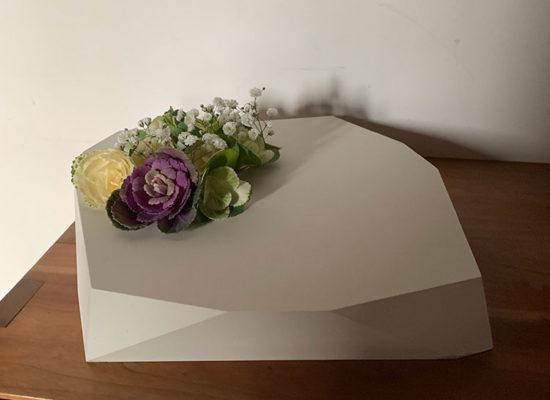 テラゾ製の花器